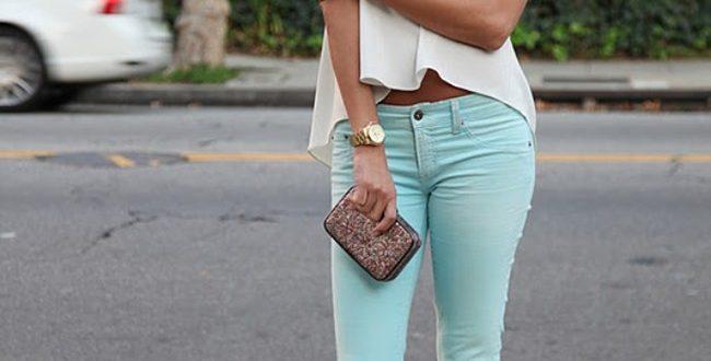 С чем носить бирюзовые брюки женщинам?