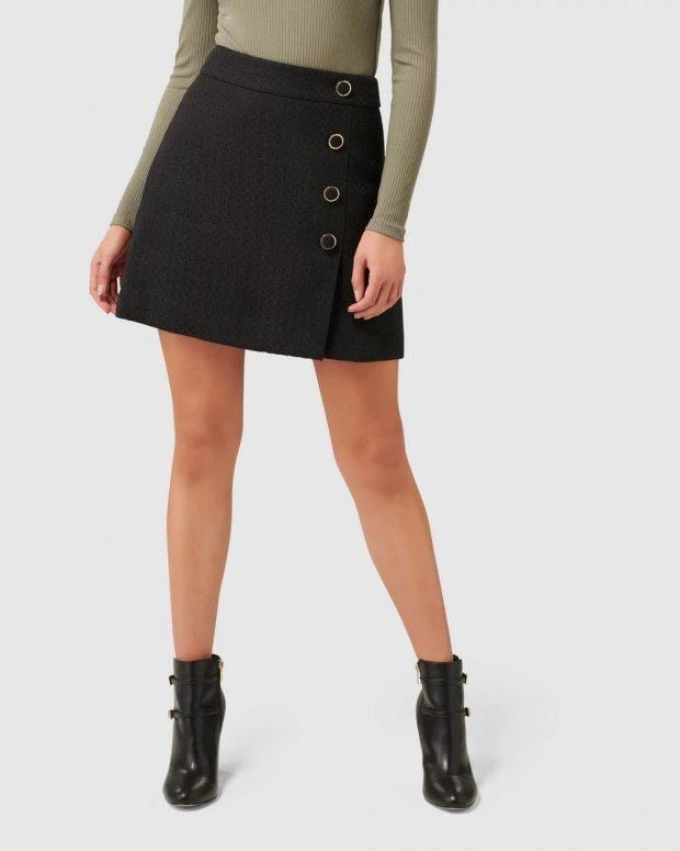 Модные юбки осень-зима 2019 2020: черная на пуговицах