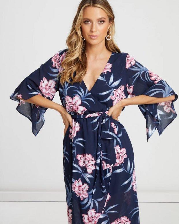 платья весна-лето 2021: синее с принтом