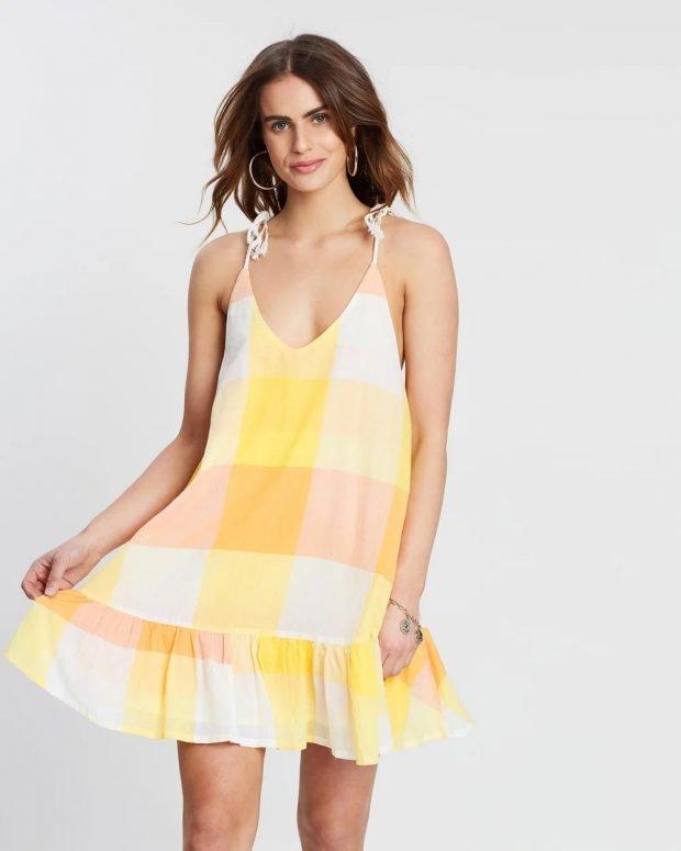 платья на лето 2021: желтое крупная клетка
