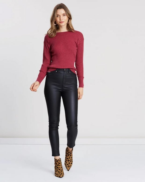 модные тенденции 2021 2022 года в одежде: бордовый свитер