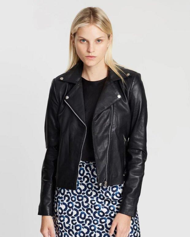 модные куртки осень зима 2019 2020: короткая косуха черная