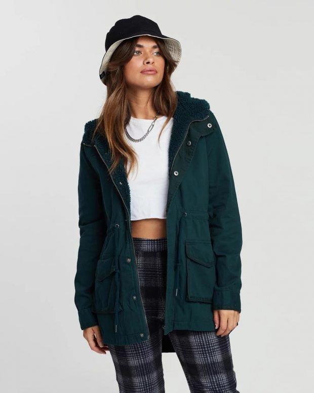 модные куртки осень зима 2019 2020: темно-зеленая