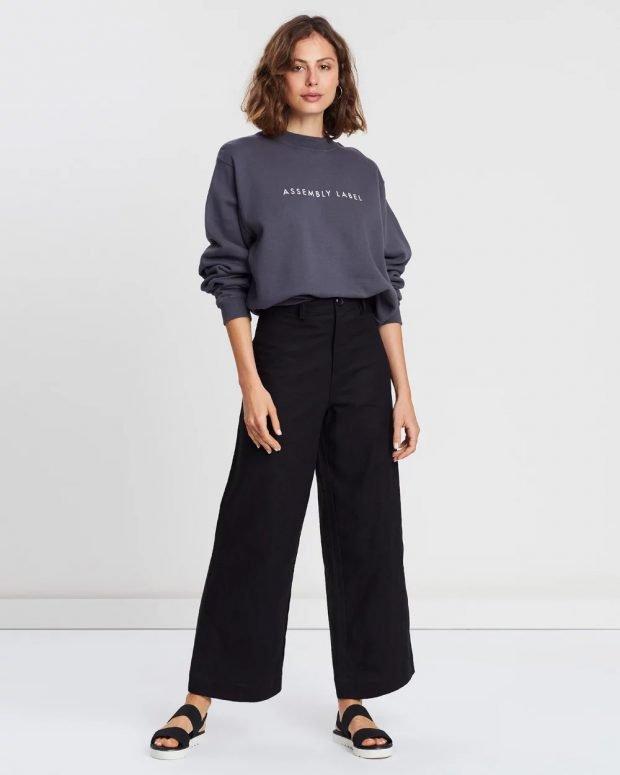С чем носить женский свитшот: широкие штаны