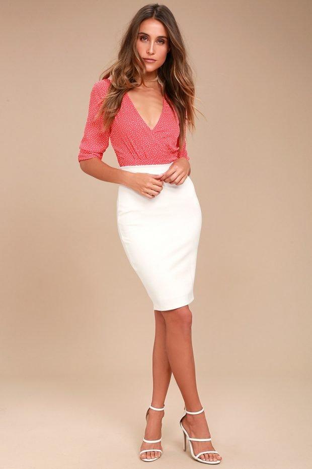с чем носить юбку карандаш: розовая блузка