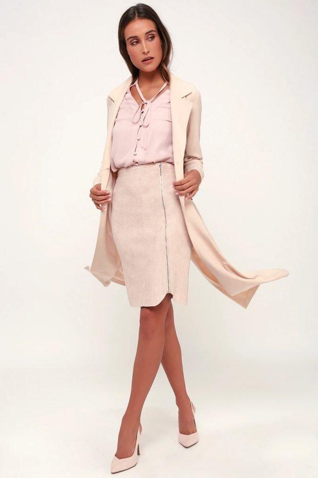 с чем носить юбку карандаш: лиловая блузка