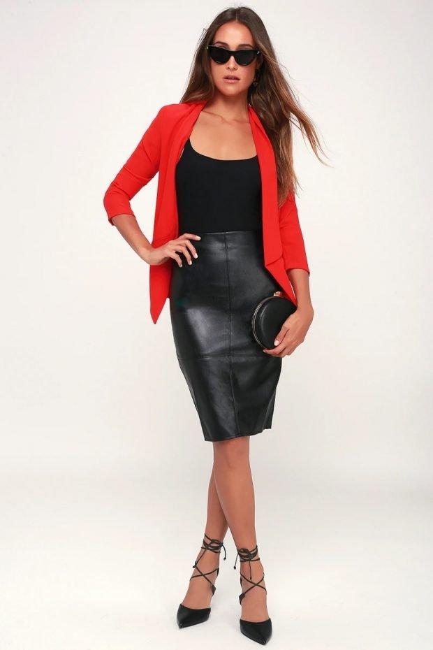 с чем носить юбку карандаш: красный пиджак