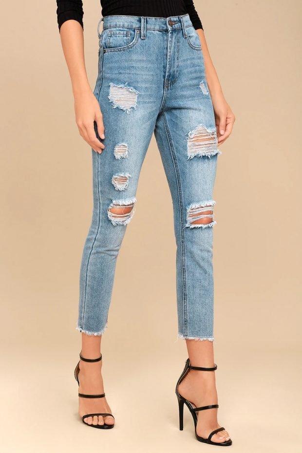 джинсы 2020: обрезанные рваные синие