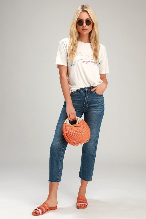 женские джинсы 2020: обрезанные темно-синие
