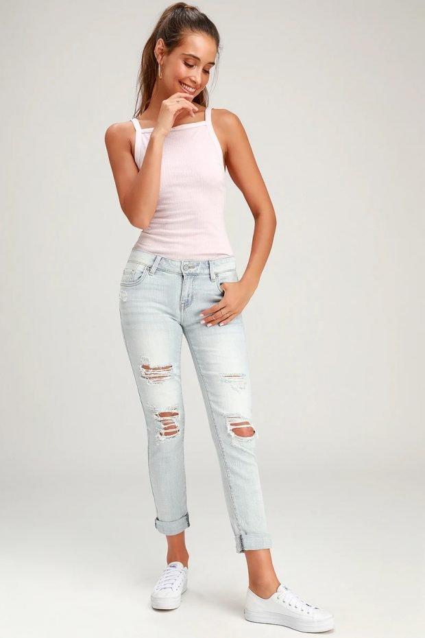 женские джинсы 2020: укороченные светло-голубые подвернутые