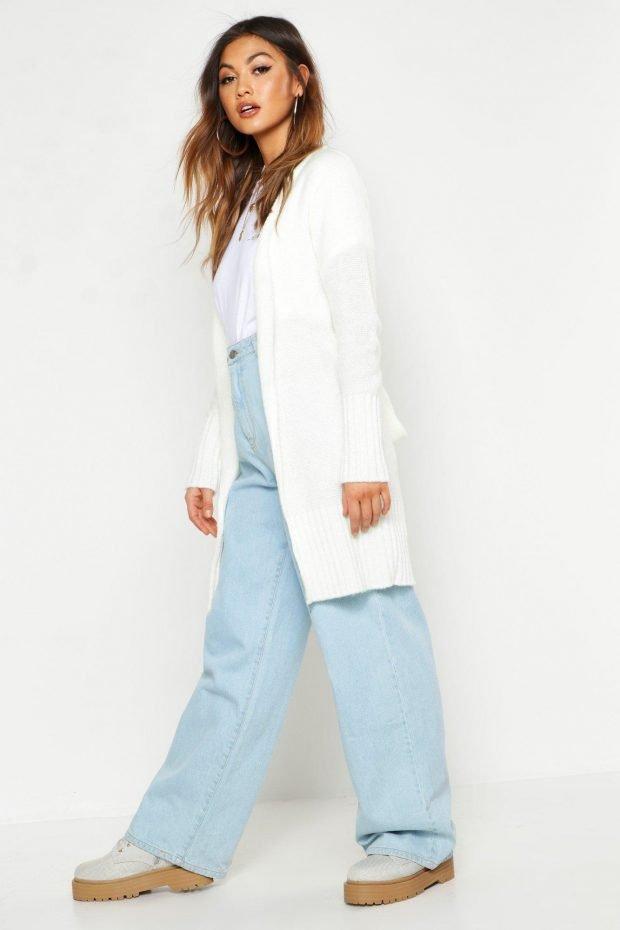 С чем носить кардиган: голубые джинсы широкие