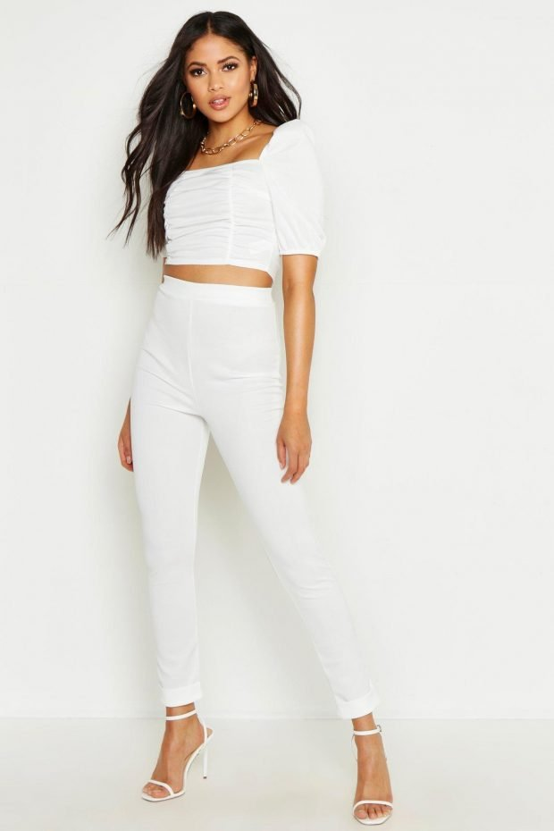 С чем носить узкие брюки: блузка