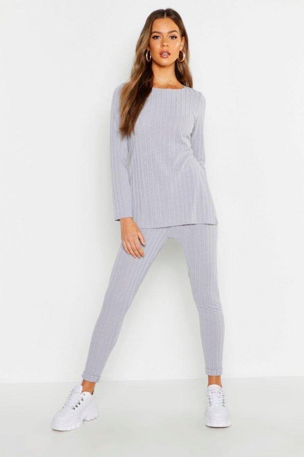 С чем носить узкие брюки: серый свитер