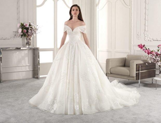 свадебное платье в греческом стиле: пышное белое открытые плечи