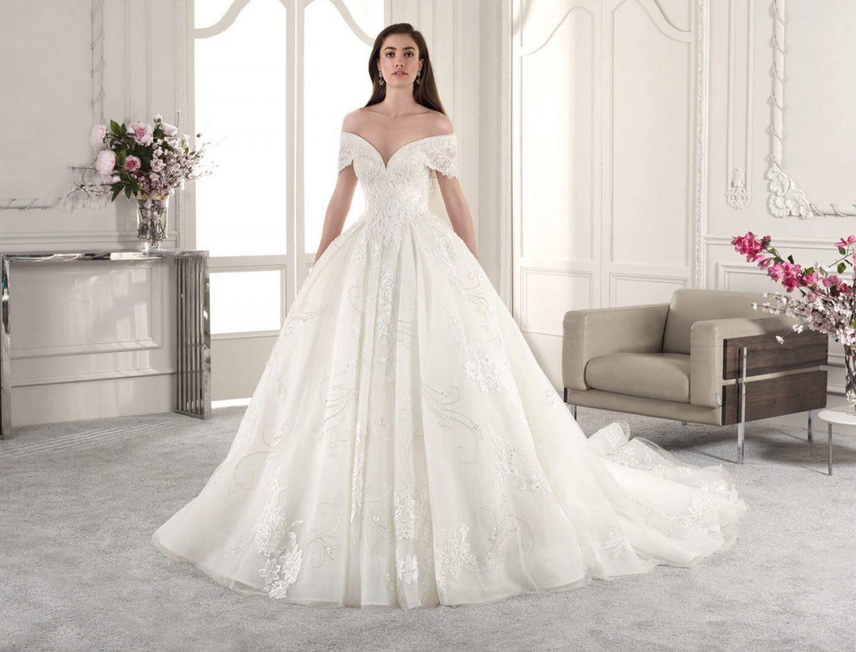 ed6d8910189 свадебное платье в греческом стиле  пышное белое открытые плечи