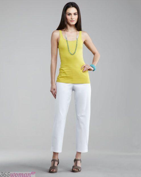 укороченные белые брюки с чем носить