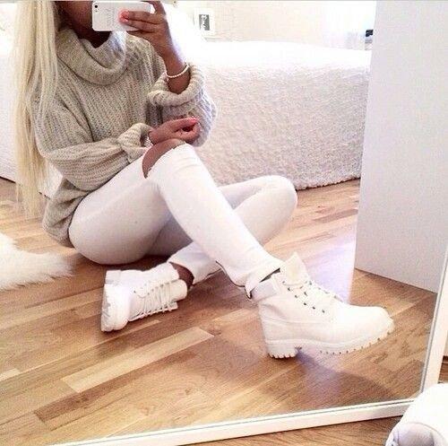 ботинки и белые брюки