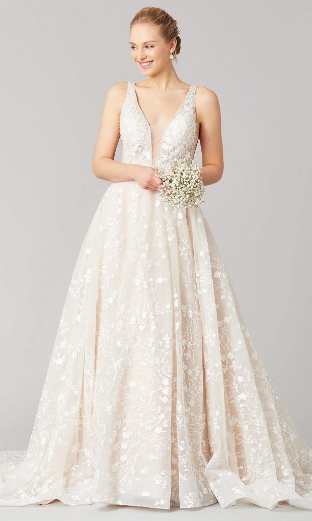 Длинные свадебные платья: белое длинное на лямках пышное