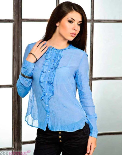 голубая блуза из шифона