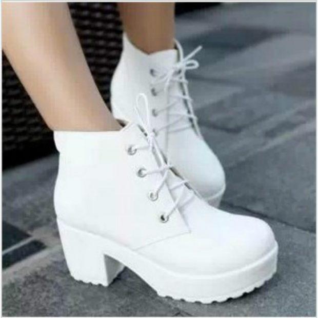 белые со шнуровкой на толстом каблуке