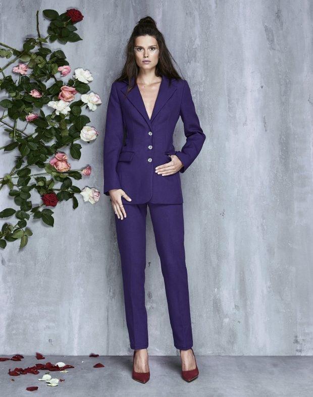 глубокий пурпурный костюм