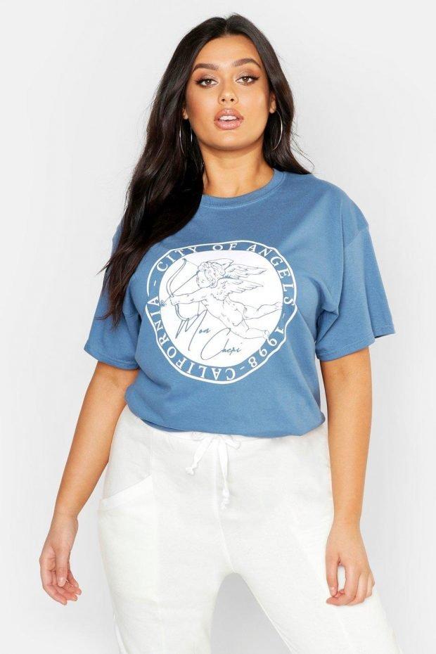 С чем сочетается синий цвет в одежде: белые штаны