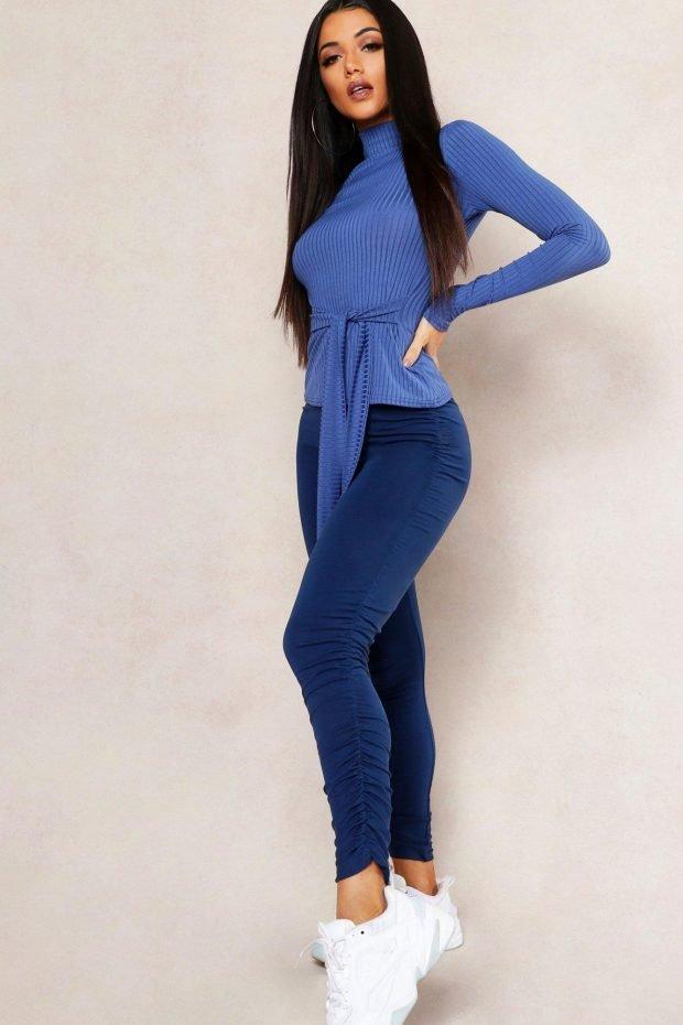 С чем сочетается синий цвет в одежде: свитер