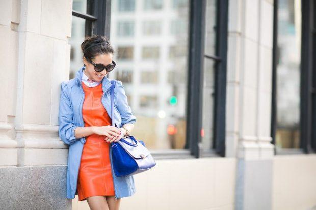 с чем сочетается синий цвет в одежде у женщин: сочетание оранжевого