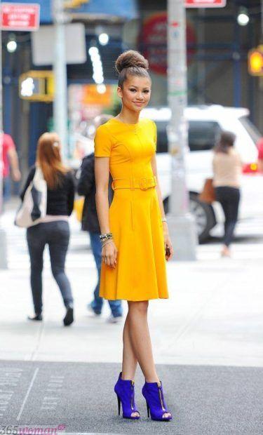 с чем сочетается синий цвет в одежде у женщин фото: сочетание с желтым
