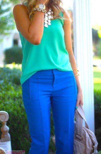 с чем сочетается синий цвет в одежде у женщин: с зеленым