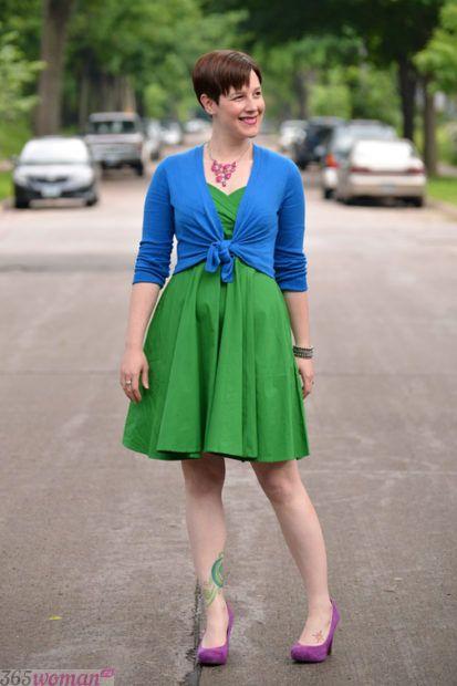 с чем сочетается синий цвет в одежде у женщин: зеленый сочетание