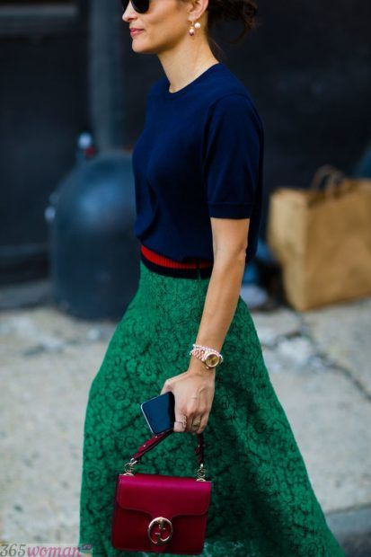 с чем сочетается синий цвет в одежде у женщин: сочетание с зеленым