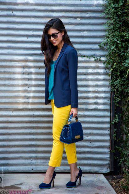 с чем сочетается синий цвет в одежде у женщин фото: сочетание желтого