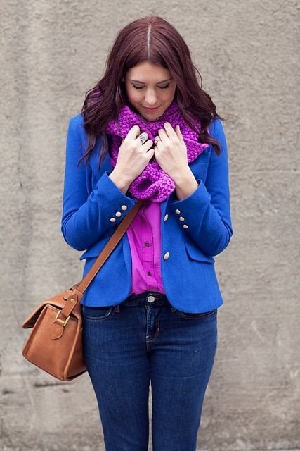 с чем сочетается синий цвет в одежде у женщин фото: фиолетовый