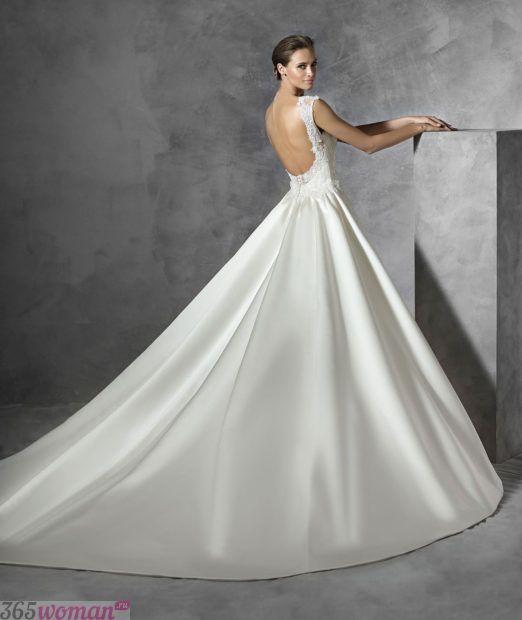 свадебное платье с открытой спиной: А-силуэта