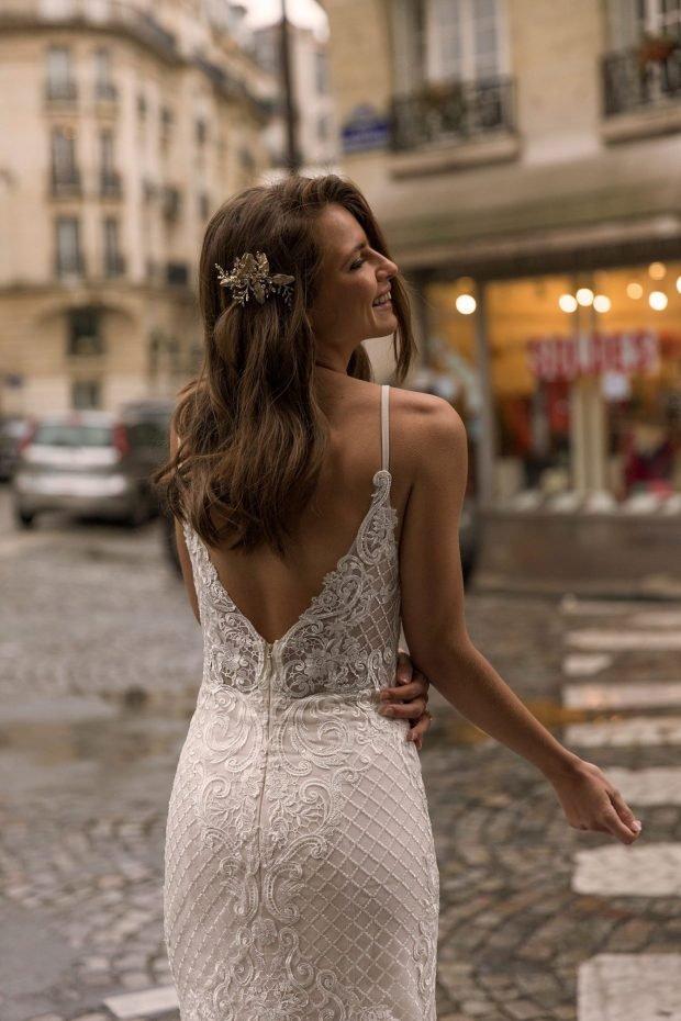 свадебное платье с открытой спиной: белое ажурное вид сзади тонкие лямки