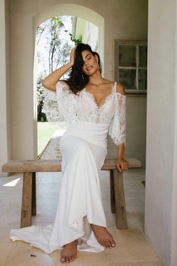 свадебное платье с открытой спиной: белое кружевное вид спереди
