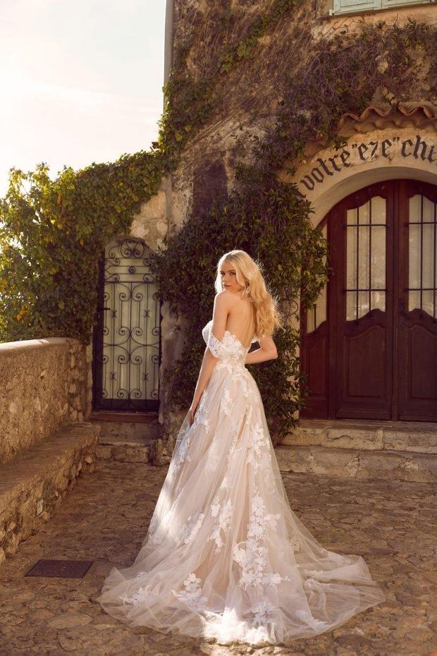 свадебное платье с открытой спиной: белое ажурное вид сзади лямки спущены