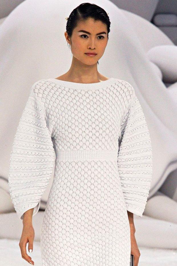 мода на белое вязанное платье осень зима 2019 2020