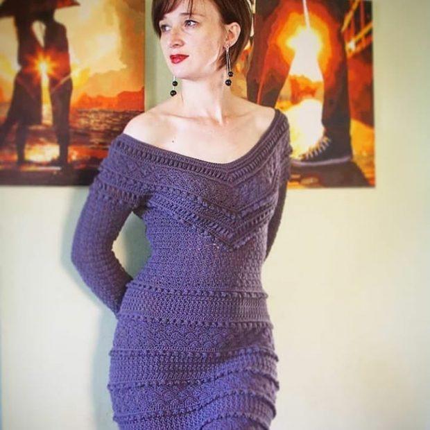 Вязаные платья крючком 2019 2020: фиолетовое с вырезом