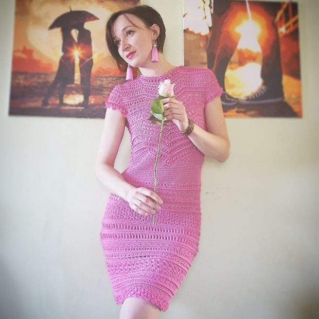Вязаные платья крючком 2019 2020: розовый образ
