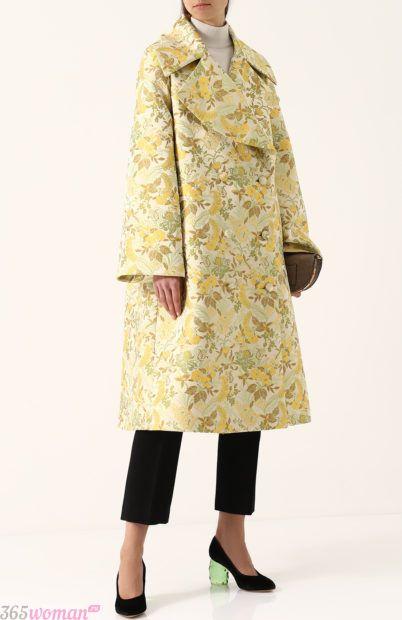 желтое пальто оверсайз для базового гардероба 2018