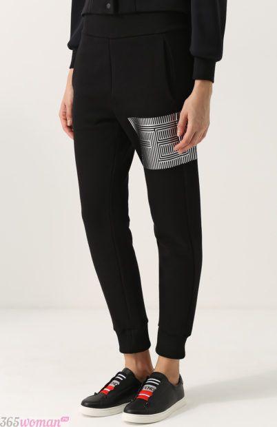 черные зауженные брюки для базового гардероба 2018
