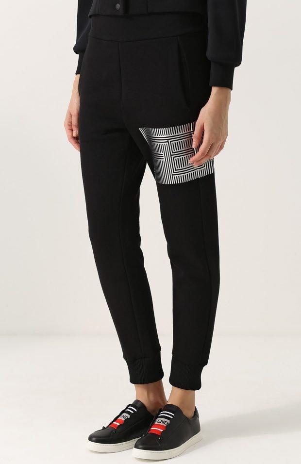 черные зауженные брюки для базового гардероба