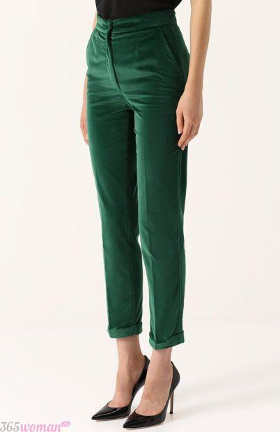 зеленые бархатные брюки для базового гардероба 2018