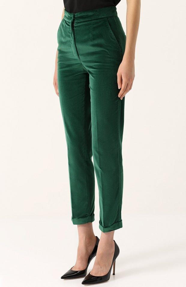 зеленые бархатные брюки для базового гардероба