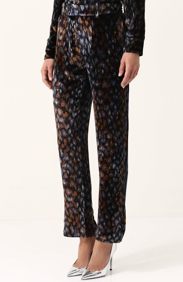 брюки с принтом для базового гардероба