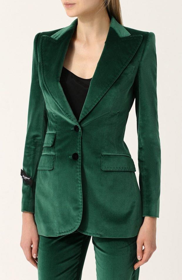 зеленый пиджак из бархата для базового гардероба