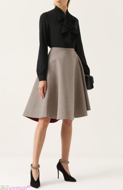 светлая кожаная юбка для базового гардероба 2018