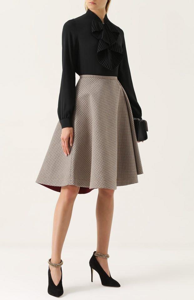 светлая кожаная юбка для базового гардероба